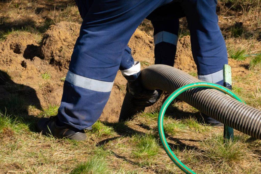 Captage en contrebas : comment exploiter l'eau sur son terrain ?