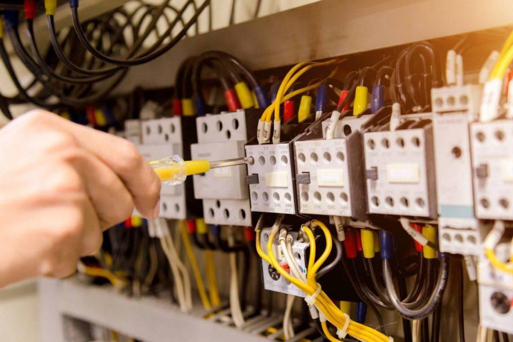 Économie d'énergie : faites réaliser un diagnostic électrique