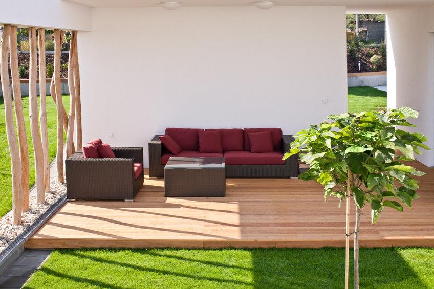 Pourquoi réaliser une terrasse en dalle sur plot dans votre maison?